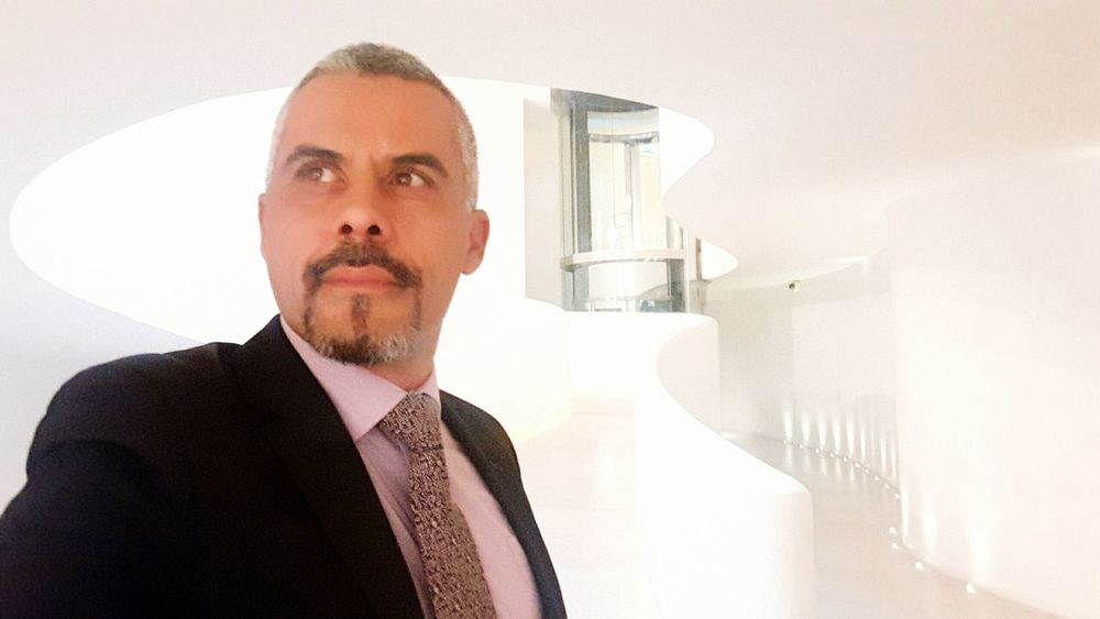 Only Men One Man Only One Person Corporate Business Businessman Beard Helloworld First Eyeem Photo Zen Attitude Live Life Hello World Quiet Moments Gaybear Gay World Silhouette Business Gayselfie Telling Stories Differently Looking At Camera Portrait Lifestyles Gay Casting Model Millionnaire Men