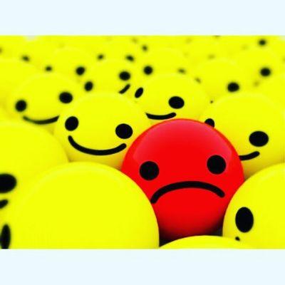 Tão dificil ser diferente no meio de tantas pessoas iguais...mas ao msm tempo agradeço a Deus por ser diferente!!! Não existe mais amor ao proximo e isso me entristece ... Ajude o proximo isso não te deixará nem mais rico e nem mais pobre talvez só te torne alguém melhor...