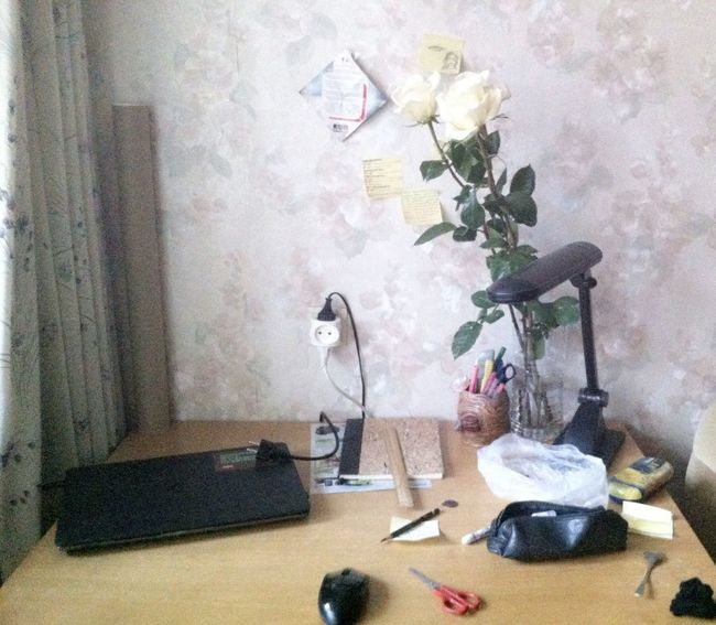 Messy Work Table Table Objects Morning Working White Roses