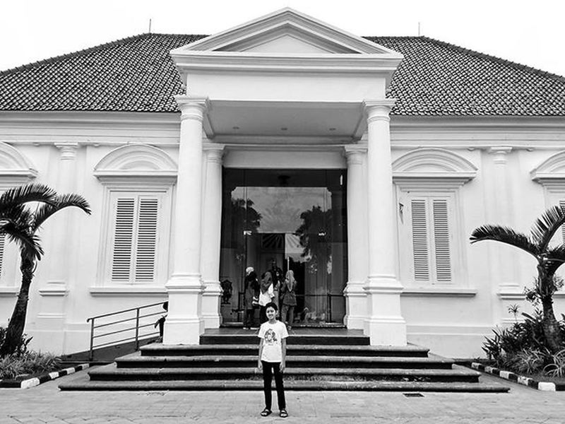 Afternoon in Indonesia National Gallery Instapic Nationalgallery INDONESIA Son Fatherandson Sunday Arts Jakarta Blackandwhite Blackandwhitephotography Love Oldbuilding Building Heritage