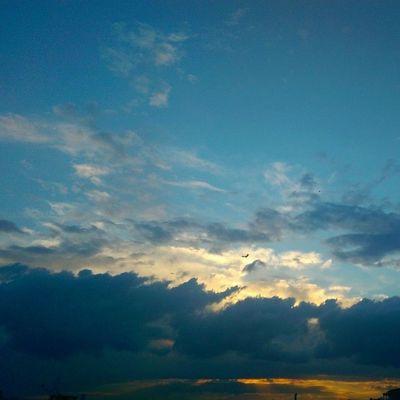Evden Gunbatimi almanagi 30mayis 2014 Sarilacivert Fenerbahce  color sky skyporn cloud renk gokyuzu mavi blue manzara nature istanbul