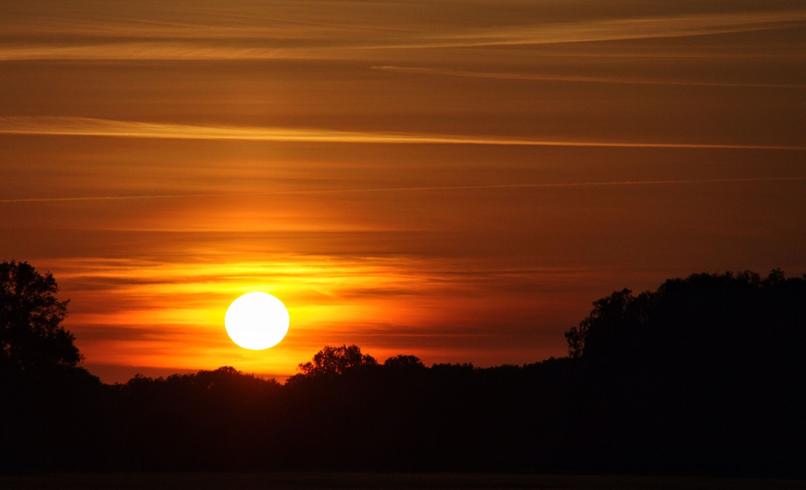 sunset, silhouette, sun, scenics, tranquil scene, orange color, tranquility, beauty in nature, sky, idyllic, nature, tree, landscape, sunlight, dark, majestic, outdoors, cloud - sky, non-urban scene, no people