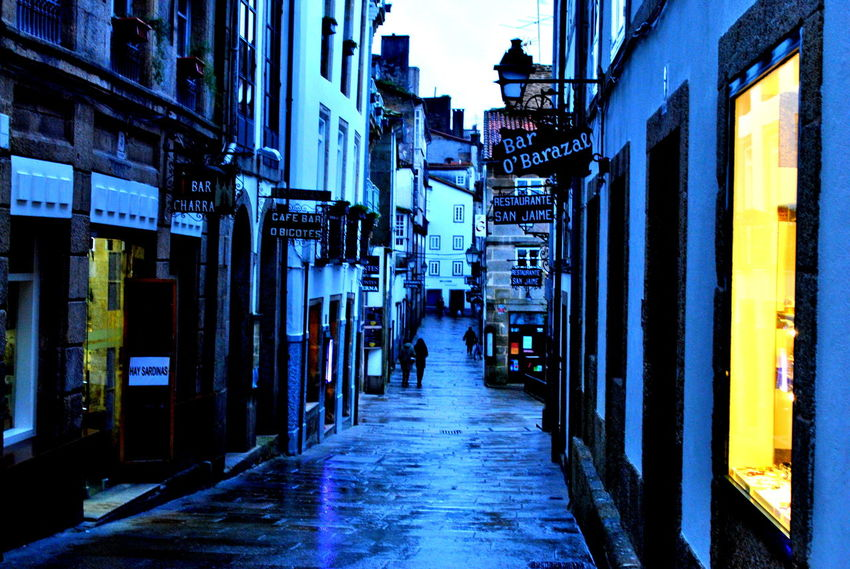 el camino Camino De Santiago De Compostela SPAIN Architecture Built Structure Camino De Santiago Compostela Illuminated Incidental People Outdoors The Way Forward Travellers Viaggiatoridelmondo Viandante