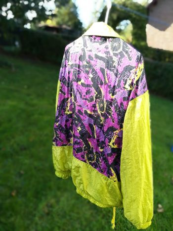 kultiger Trainingsanzug Kult Cult 1980s 1980s Style Retro Vintage Style Beauty In Nature Close-up Day Field Floral Pattern Flower Flowering Plant Focus On Foreground Fragility Freshness Green Color Growth Leaf Oldschool One Person Outdoors Purple Retro Trainingsanzug Retro Styled Textile Design Textileart Trainingsanzug Vintage Vulnerability