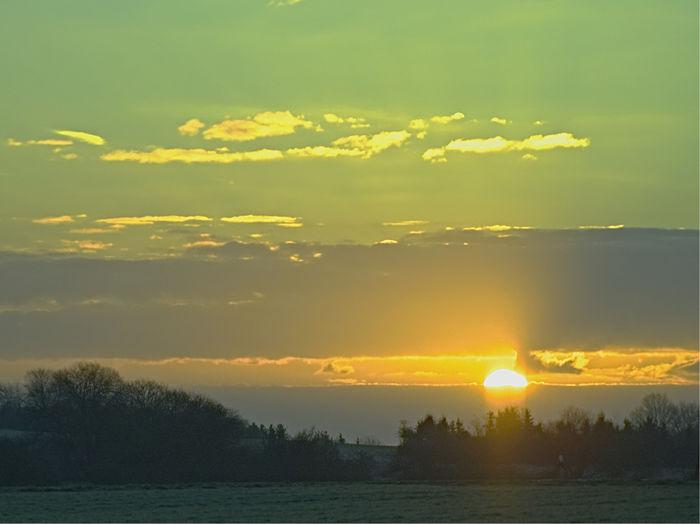 Sonnenaufgang in Aufhalsen EyeEm Best Shots - Sunsets + Sunrise Sonnenaufgang Sonnenaufgang🌇 Sunrise_Collection Beauty In Nature Day Idyllic Nature No People Outdoors Scenics Sky Sun Sunbeam Sunlight Sunrise Sunset Tranquil Scene Tranquility Tree Water Yellow