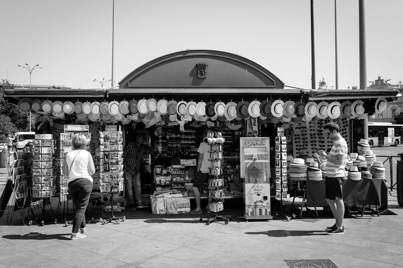 Hats City City Life City Street Exploring EyeEmNewHere Madrid SPAIN Shopping Sigma Sunny The Street Photographer - 2018 EyeEm Awards Tourist Blackandwhite Blackandwhite Photography Candid Canon España Hats Monochrome People Stall Street Street Photography Streetphotography Urban