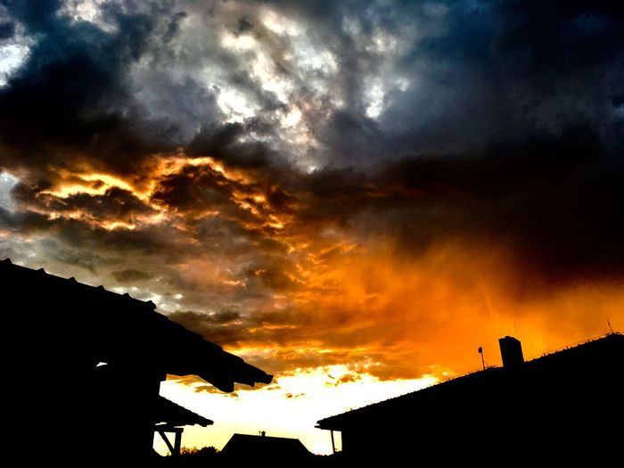 Dark sky Dramatic Sky EyeEmNewHere Beauty In Nature Cloud - Sky Clouds Clouds And Sky Sky Sunset