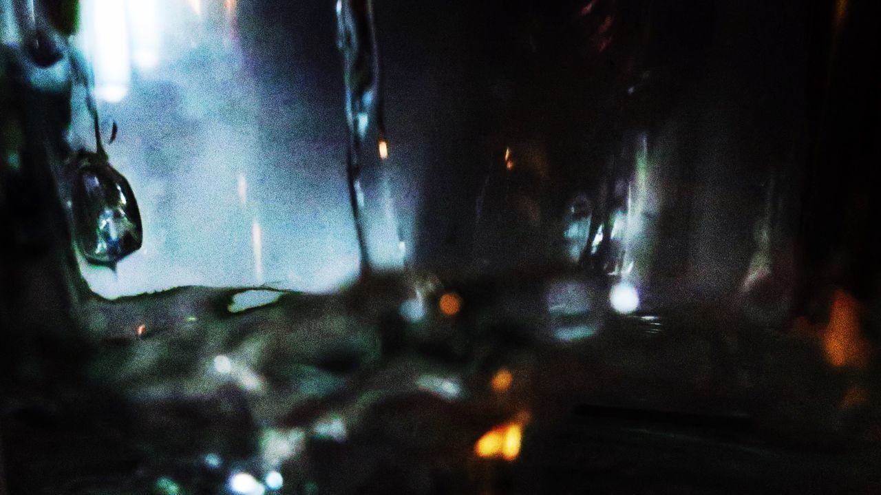 DEFOCUSED IMAGE OF WET GLASS
