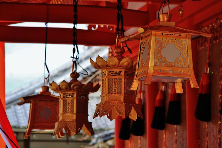 Lanterns hanging in japanese temple outside building