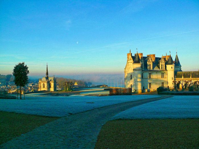 Matin d'hiver, Château Royal d'Amboise... Amboise Architecture Blue Chapell Chapelle France Hiver Leonard De Vinci Leonardo Da Vinci Outdoors Sky Touraine Winter