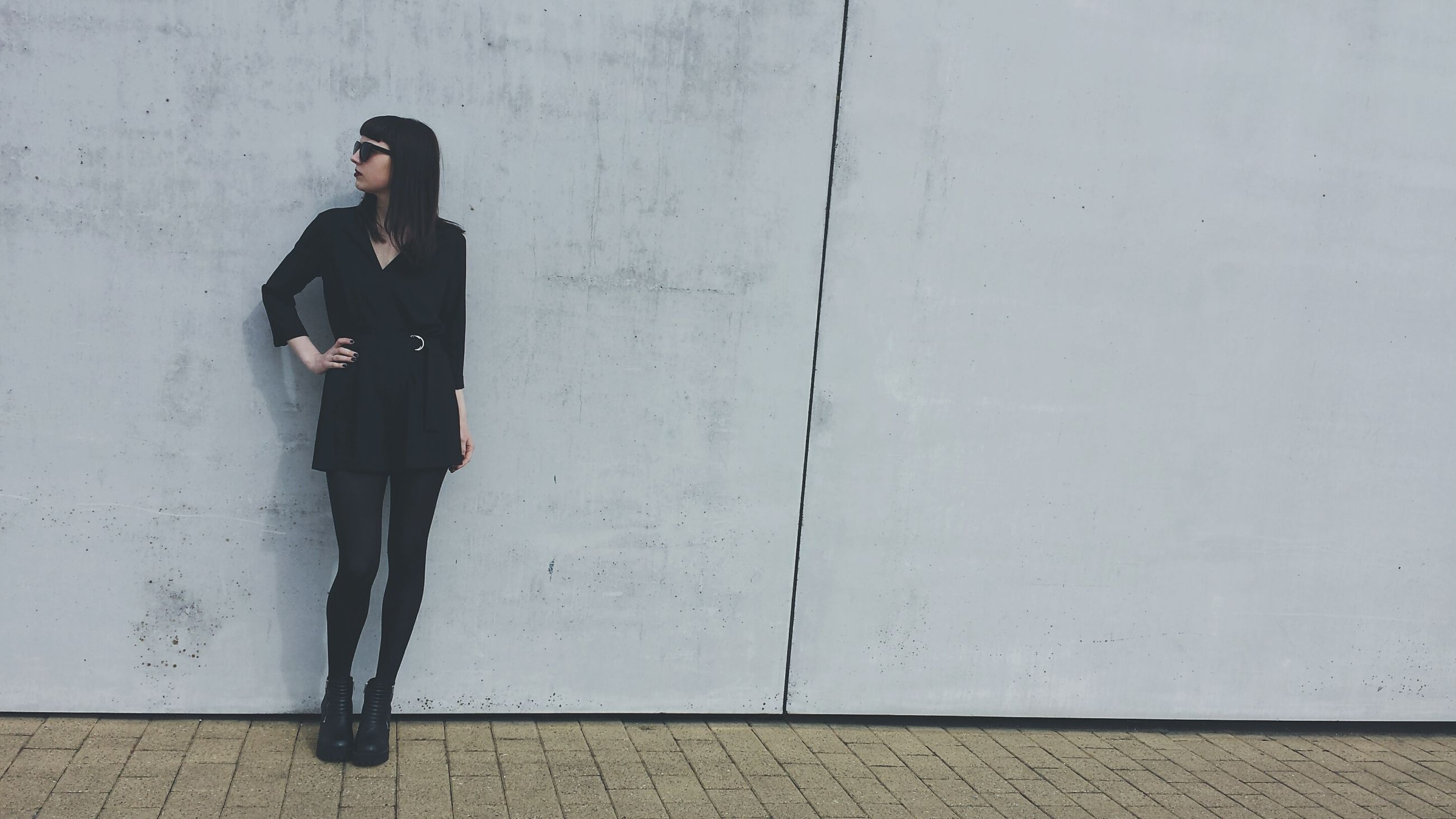 young adult, lifestyles, casual clothing, full length, standing, wall - building feature, person, leisure activity, architecture, front view, young women, wall, built structure, portrait, side view, looking at camera, building exterior