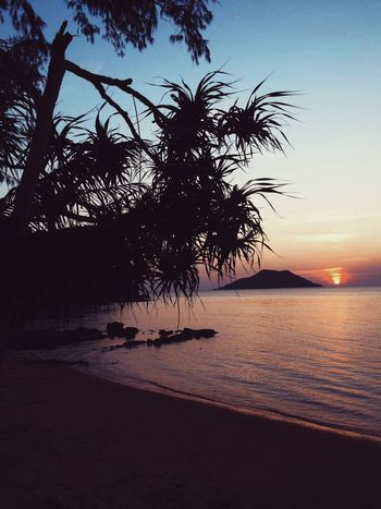 Beach Sun Light In The Darkness Sea Life Is A Beach Enjoying Nature Beachphotography Seascape Beach Photography Beautiful Nature Sea And Sky Nature Photography Sea_collection Hello World Traveling Sunrise Nature Sunshine Nature_collection Chanthaburi Thai Thailand Taking Photos LPhoneography