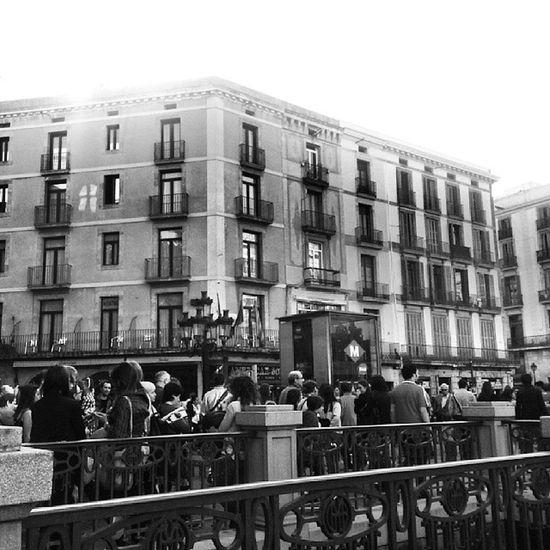 La magia de las calles de Barcelona. Larambla Igerscatalunya Igersbarcelona Catalunya barcelona igersvenezuela_byn insta_bwgramers hdr instapro_ve blackandwhite