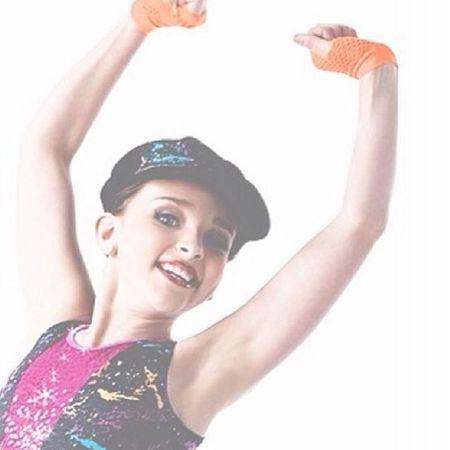 hi i am nee to eyeem ! my instagram is @.princessvertes ! :) Dancemoms Kendallvertes