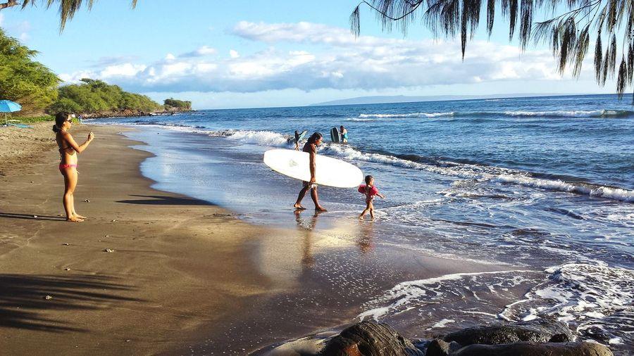 To surf is in their bloodline... #surfing #surf #shortboard #beach #wave #littlegirl Hawaii #Nature  #photography #wave #waves #water #sand #beach #goldensandbeach #pekalongan #asian #indonesian #followme