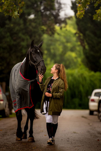 Lifestyles Women Young Adult Outdoors Caballos Cheval Friendship Horse Equine Twohearts équitation Equitacion