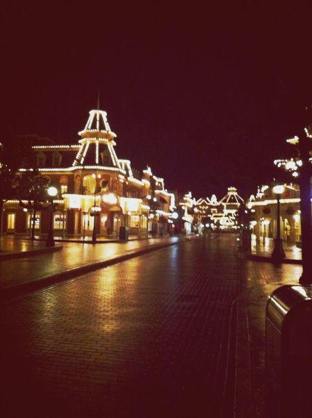Journée terminé !! Tellement bizzare de retrouve un Disney vide !! Castmember Disneyland Paris Offwork