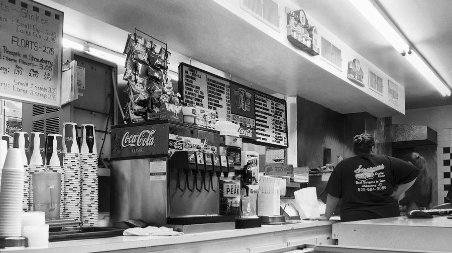 Screamer's; a 50's diner. Best hamburgers around! Streamzoofamily AMPt_community TTadaa CommunityiIPhoneographyTTaking PhotosmMinimalismsStreet PhotographyTTheMinimals (less Edit Juxt Photography)BBlack & WhitemMonochrome