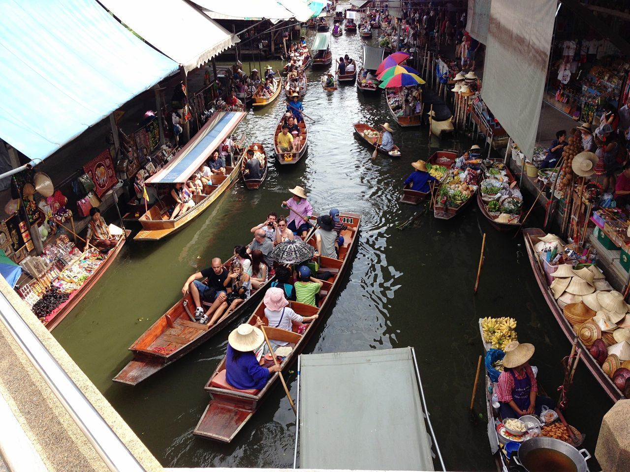 HIGH ANGLE VIEW OF PEOPLE ON BOATS AT MARKET