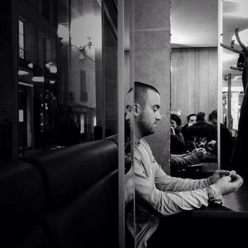 The Conversation (2) Streetphotography BNW PARIS Mob Fiction AMPt - Cafe Culture