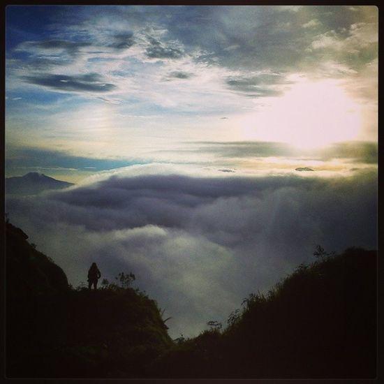 Indahnya nusantaraku BeautifulSunRise Sunrise Adventure Instagallery instapicture instanusantara indonesiagetaway indonesiaku Mountsikunir dieng instagood framedbynature amazingsunrise instajava centraljava likeforlike like4like