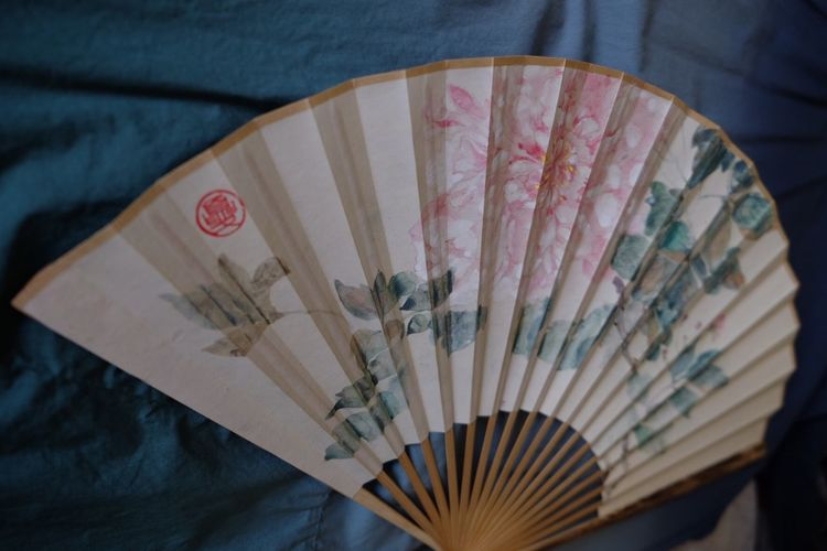 Folding fan Folding Fan Chinese Paintings Chinese Style EyeEm Selects Hand Fan High Angle View Indoors  Close-up Still Life Art And Craft
