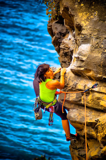 Adventure Balance Carefree Climber Climbing Enjoyment Escalada Extreme Girl Leisure Activity Lifestyles Mountains Person Real People Recreational Pursuit RISK Rock Climbing Rocks Sports Woman Women Young Adult
