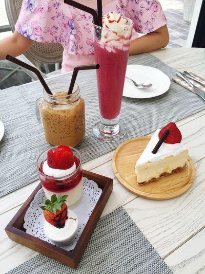 strawberry chease cake Panacota And Cherri