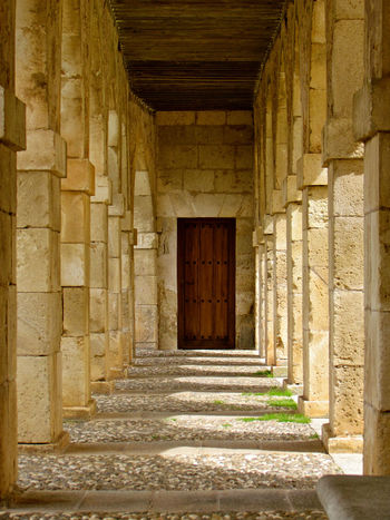 Ancient Arch Architectural Column Architecture Built Structure Burgos Colonnade Corridor Duque De Lerma Durchgang España History Lerma Pasadizo Pasaje De Tiempo Passage Passageway Repetition SPAIN Steps Stone Stone Material The Past The Way Forward Yellow