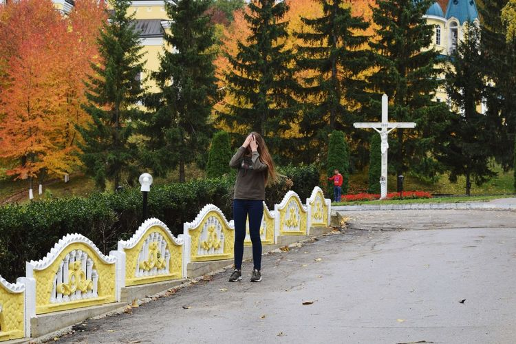 Casual Look Outside Simple Moment Simple Photography Beauty In Nature прогулка Молдова Full Length Young Adult Adult Day Autumn Women Young Women Adults Only People Nature