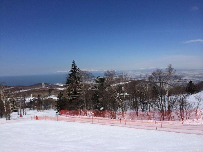きょうのサッポロテイネスキー場は最高の天気。明日から3日間、全日本スキー選手権アルペン競技のライブ配信があります。ぜひ観てくださいね。