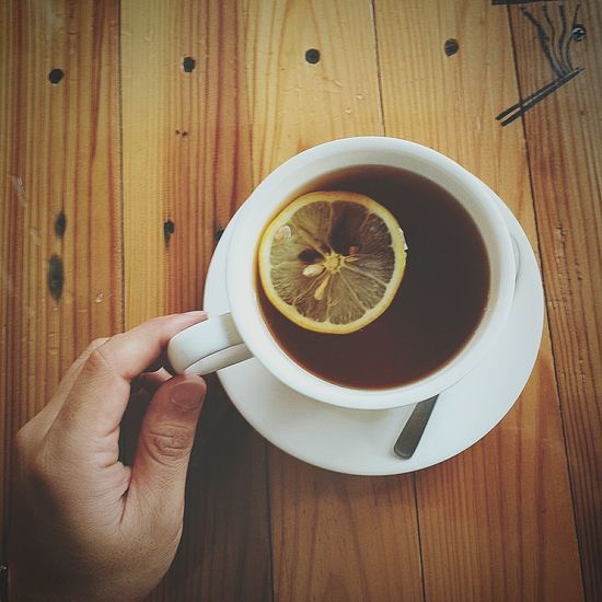 Food And Drink Refreshment Holding Drink Coffee Cup Human Hand Freshness Coffee - Drink Close-up Human Body Part One Person Real People Indoors  Table Leisure Activity Healthy Eating People Adults Only Day Tea Hotlemontea Lemon
