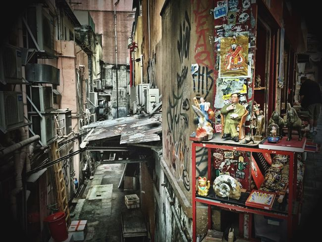 Antique Shop HongKong Iphpnegraphy Streetphotography Feeling Inspired Narrow Building Narrow Alley