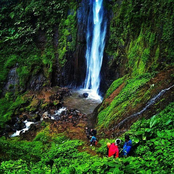 Curug sirawe Dieng Wonosobo Jawatengah Explore Indonesiakeren Jalanjalan Janganpanikmaripinikn Sahabatbaru Visitdieng Indotravellers Instagunung Nekatday Awesome