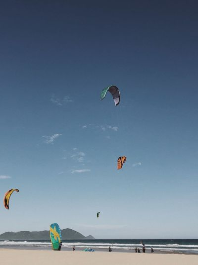 Kitesurfers captured in sanya, china