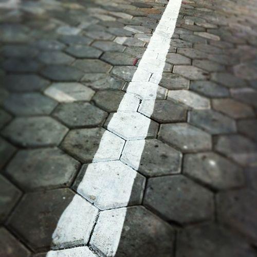 Garis Lurus White Brick justshoot