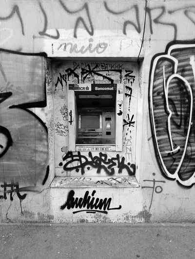 Old ATM Streetphotography Architecture Bucharest Outdoors
