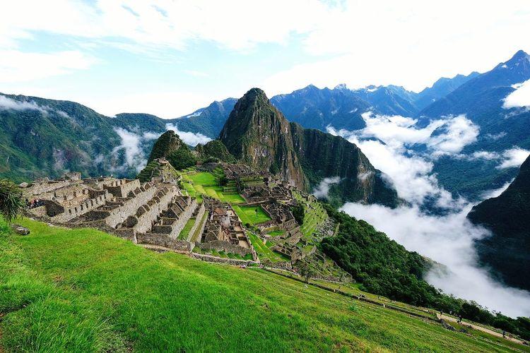 Machu Picchu Peru Inca Trail Inca Ancient Civilization Alone Machu Picchu Clouds Majestic Scenics Lost Mountain Terraced Field Agriculture Sky Landscape Old Ruin