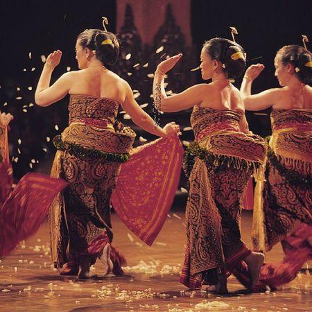 WANGI Oyikk Worlddanceday Solovely Instadaily indonesia dance dancers solomenari