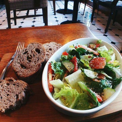 到處找食物的一個下午 ? Salad Bread Afternoon Roostercafenvintage 公雞咖啡