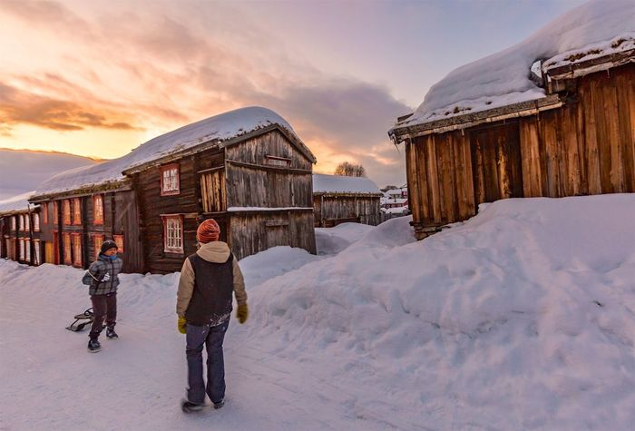 The City Light Winter Snow Cold Temperature Sunset Two People Sky Full Length Outdoors Warm Clothing Røros Norway Ziir Sunset_collection EyeEm Nature Lover People Men Adult Nature Beauty In Nature Only Men Ski Holiday Young Adult Day