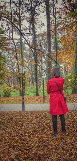 Woman in red ...Happy monday to everyone.... Alone Authentic Moments Autumn Autumn Colors Autumn Leaves EyeEm Best Shots EyeEm Gallery EyeEm Nature Lover Getting Away From It All Hanging Out Happy Monday ! ☺ Hello World Independent Woman Lampost Monday Outdoors Street Light Taking Photos Touch Of Red Walking Around Woman In Red Showcase: November
