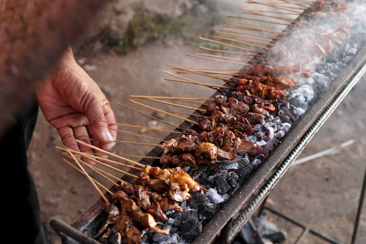 The seller is grilled satay.