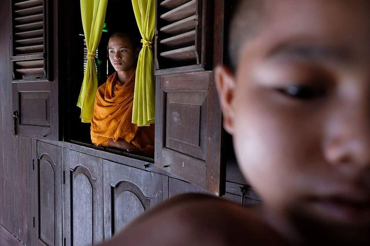 Young novice monks in a Buddhist monastery in Myeik, Myanmar. I have been experimenting with the Fujifilm XT-2 camera for the last week here in Myanmar and it is one of the first results. Do far I am very happy with the camera and might replace my old Canon 6D with it. ASIA Myanmar Myeik Monastery Fujifilm Fujifilm_xseries Fuji FUJIFILM X-T2 Monks The Portraitist - 2017 EyeEm Awards