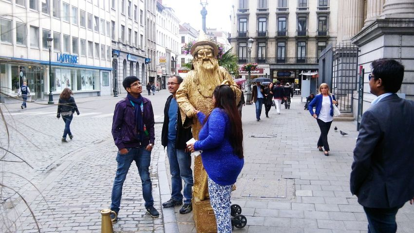 ~On the street of Brussels 😀 Hanging Out Taking Photos Streetphotography Street Fashion Belgium♡ Brussels Brussels_Diary Belgium, Belgium!  Churchyard Love ♥ Fun Funny Pics Statue Statue In The City Statue Lover Hello World Enjoying Life Relaxing Living Life Check This Out The Street Photographer - 2016 EyeEm Awards