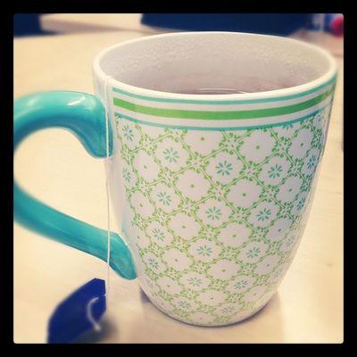 Wenn man die neue Tasse fürs Büro unterbewusst den Corporate Colours entsprechend kauft...