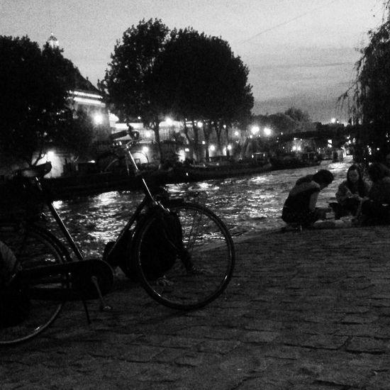 Monochrome Still Life StillLifePhotography Nightphotography PhonePhotography Eye4photography  EyeEm Best Shots Paris Bycicle Laseine