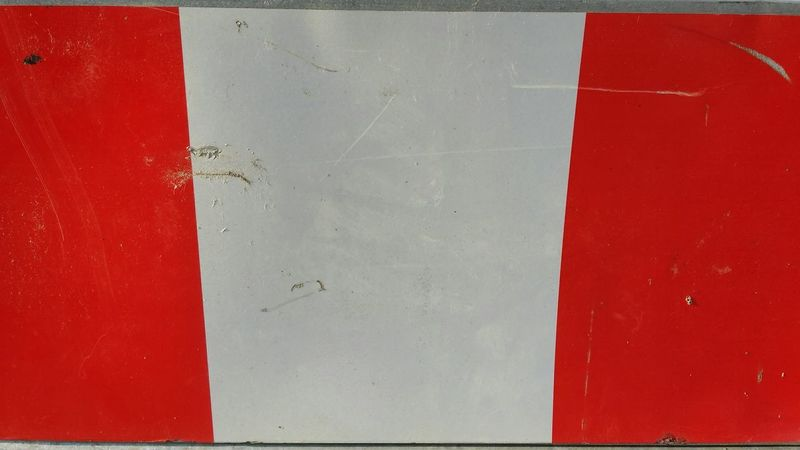 Red Backgrounds Paint Full Frame No People Textured  Close-up Day Outdoors Warning Sign Warning Red White Warnschild Absperrung Baustelle Construction Barrier