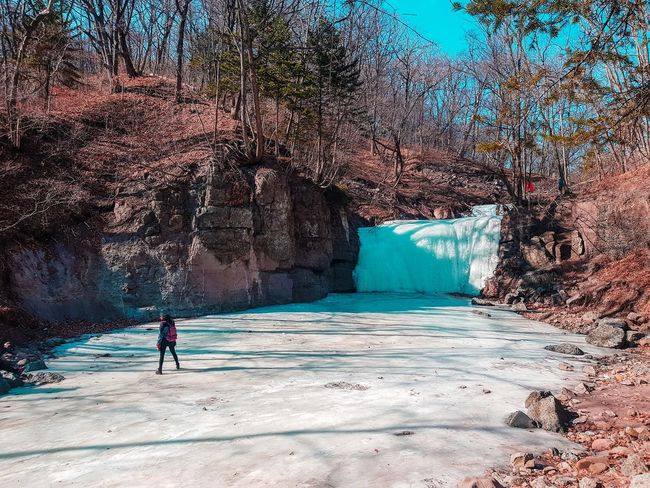 Explore Exploring Winter Trip Ice River Cold Temperature Waterfall Sand Full Length People Adult Adults Only Day Outdoors Nature Water Shadow Beauty In Nature EyeEmNewHere Go Higher Going Remote
