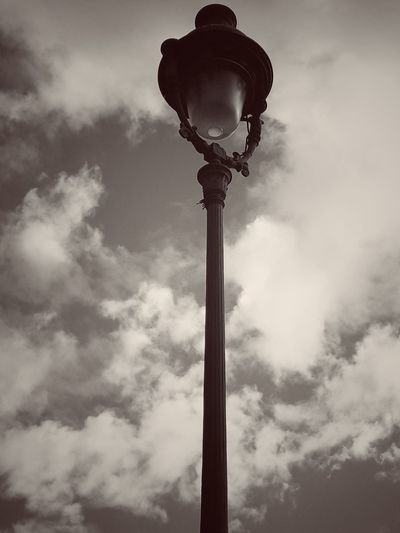 No People Street Light Cloud - Sky Sky Street Streetphotography EyeEm Paris France Montmartre Street EyeEm Best Shots Montmartre Eye4photography  EyeEmBestPics Bnw_collection Blackandwhite Streetphoto_bw Bnw Light Lampadairophile Lampadaire